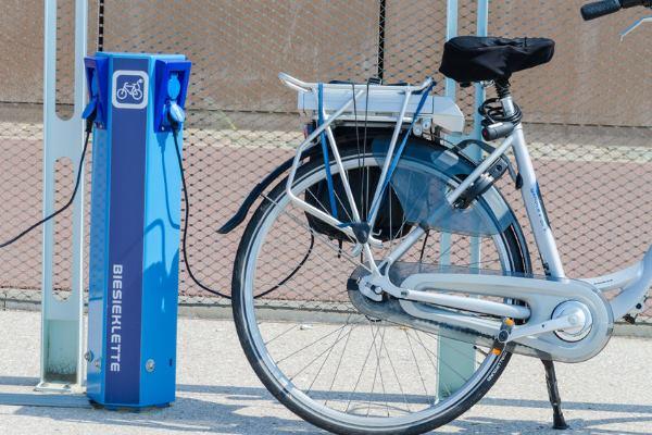 אופניים חשמליות בהטענה