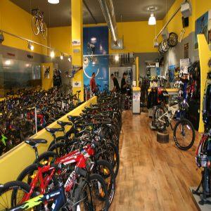 צילום פנים של חנות אופניים רוזן ומינץ
