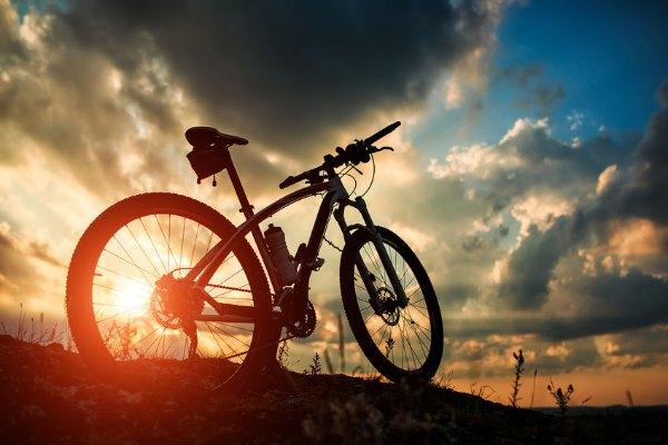 אופניים חשמליות על הר
