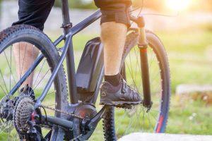 אופניים חשמליים על הר